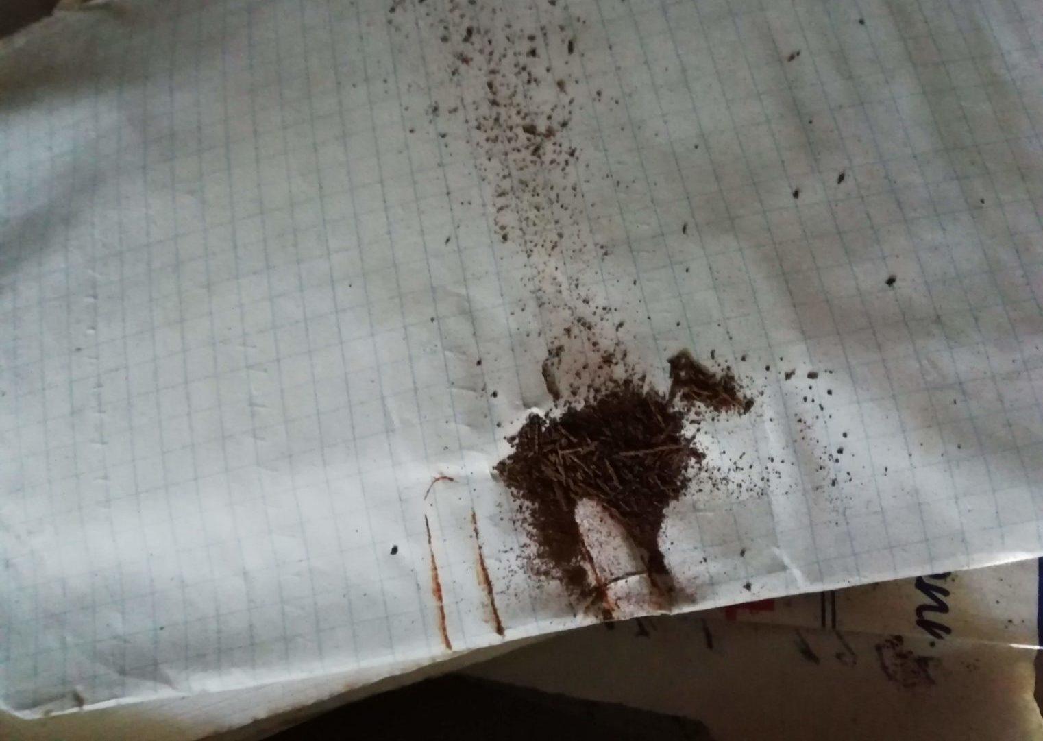 Désagrégation d'un trombe en métal rouillé